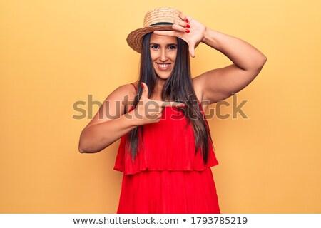 Stock foto: Lächelnd · Brünette · Frau · Kleid · hat