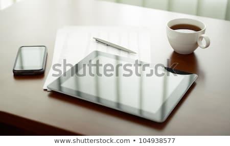 Digital comprimido caneta copo chá mesa de madeira Foto stock © wavebreak_media