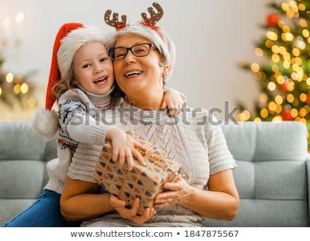 Grootmoeder kleindochter auto leuk glimlachend vergadering Stockfoto © IS2