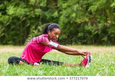 Afrikaanse jonge vrouw vergadering buitenshuis park luisteren Stockfoto © deandrobot