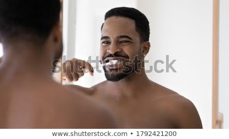 Glimlachend man tandenborstel tandheelkundige kliniek geneeskunde Stockfoto © dolgachov