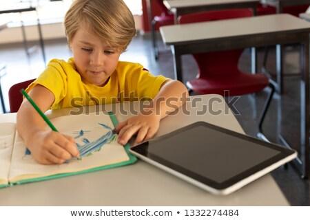 Widoku chłopca rysunek szkic notebooka Zdjęcia stock © wavebreak_media