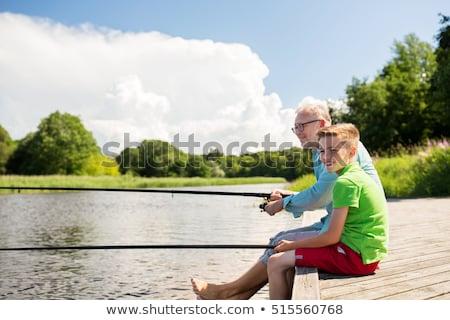 Grootvader kleinzoon vissen rivier familie generatie Stockfoto © dolgachov