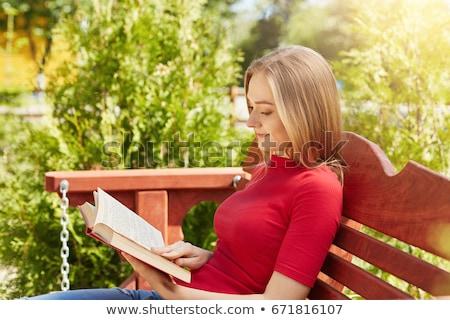 atraente · feminino · leitura · livro · sessão · cama - foto stock © wavebreak_media