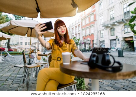 glimlachend · aantrekkelijk · jonge · vrouw · tablet · grijs - stockfoto © deandrobot