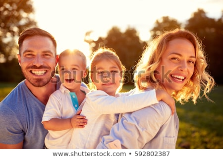Családi portré park természet gyermek idő jókedv Stock fotó © IS2
