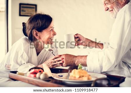 Volwassen paar hotelkamer slaapkamer beweging spelen Stockfoto © IS2