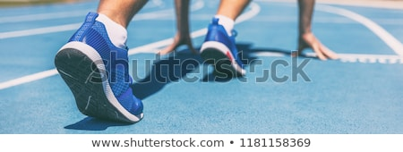 Atleta pronto começar corrida bandeira ouro Foto stock © Eireann