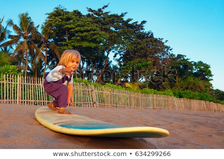 çocuk ayakta plaj gülen su bebek Stok fotoğraf © luckyraccoon