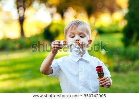 Fiatal srác buborékfújás kívül függőlegesen gyerekek zöld Stock fotó © iofoto