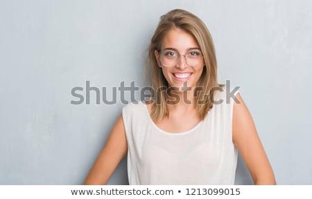retrato · feliz · caucásico · mujer · de · negocios · pie · grunge - foto stock © HASLOO
