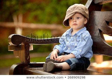 agradable · pequeño · nino · rojo · tarjeta · aislado - foto stock © acidgrey