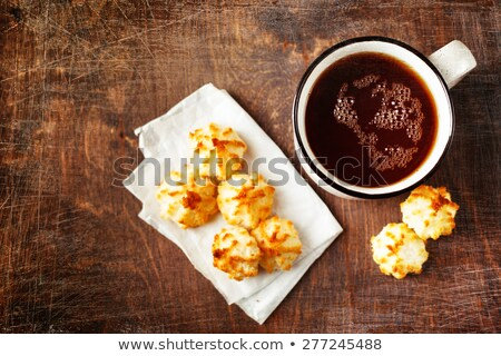 Grande Cup tè minuscolo cookies tavolo in legno Foto d'archivio © dariazu