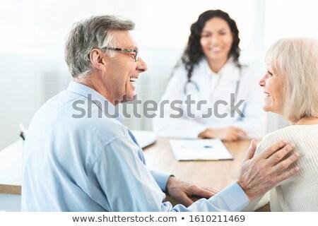 Vrouwelijke arts patiënt overleg ziekenhuis Stockfoto © stevanovicigor