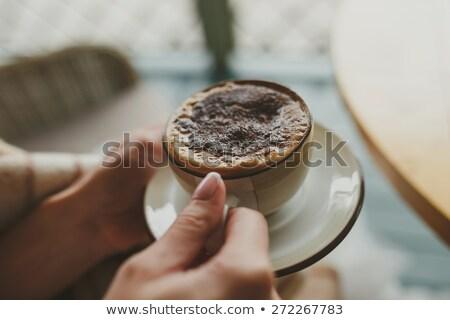 Vrouw hot zwarte koffie beker Stockfoto © dolgachov