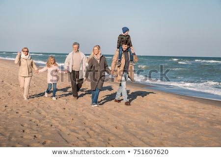Abuelo nieta tomados de las manos caminando junto forestales Foto stock © wavebreak_media