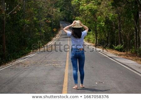 dos · caminando · carretera · jóvenes · mujer · moda - foto stock © is2