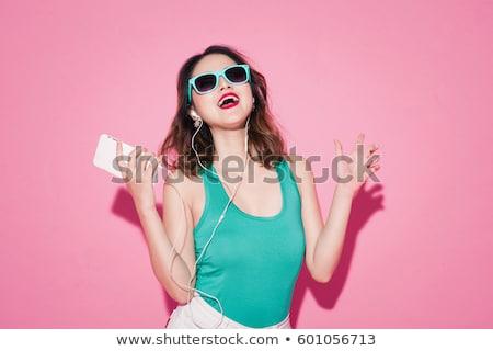 vrolijk · vrouw · luisteren · naar · muziek · smartphone · asian · jonge · vrouw - stockfoto © deandrobot