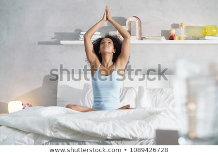 donna · yoga · meditazione · home · seduta · piano - foto d'archivio © diego_cervo
