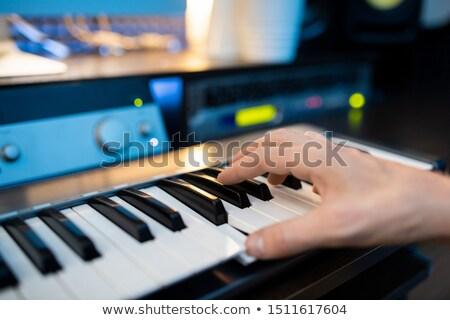 Hand pianist een sleutels piano Stockfoto © pressmaster