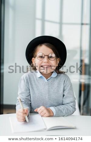 Heiter kleines Mädchen hat stellt fest Stock foto © pressmaster
