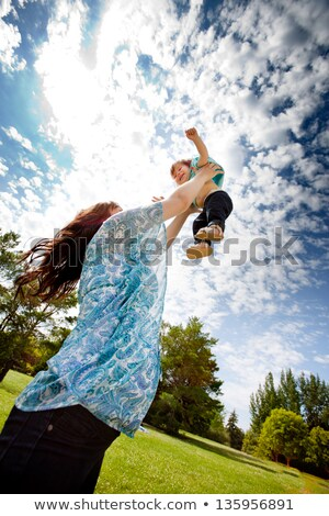 Madre figlia parco ragazza swing famiglia Foto d'archivio © robuart