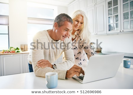 mulher · cozinha · papelada · usando · laptop · homem · computador - foto stock © photography33