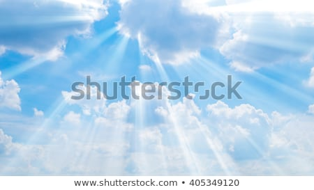 Сток-фото: �раматические · облака · и · голубое · небо · с · сияющим · солнечным · лучом