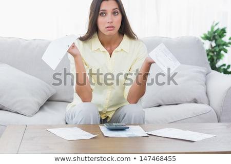 jonge · vrouw · tabel · roze · shirt · vergadering · eettafel - stockfoto © studiofi