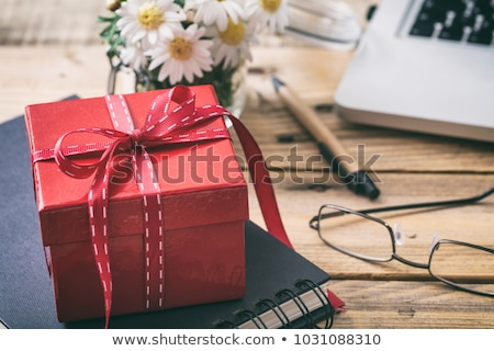 Stockfoto: Laptop With Red Box Gift
