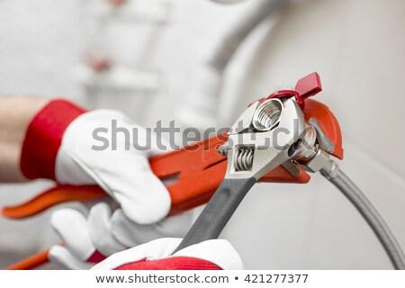 手 · 配管 · レンチ · 手 · プロ · 配管 - ストックフォト © Kurhan