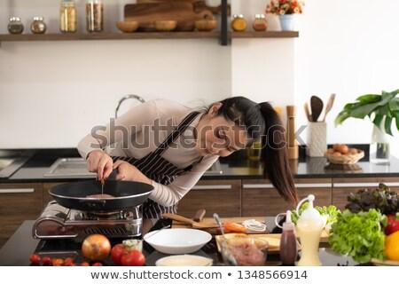 vrouw · koken · vlees · barbecue · jonge · vrouw - stockfoto © rastudio