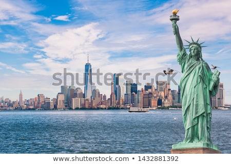 лодка статуя свободы глядя белый небе Сток-фото © dawesign