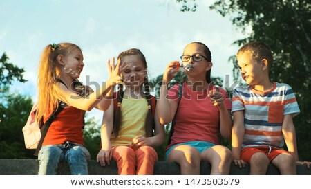 élvezi · szappanbuborékok · közelkép · portré · aranyos · kicsi - stock fotó © fotoyou