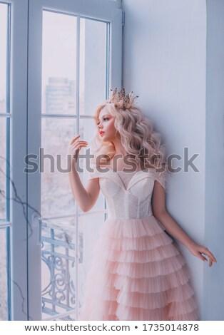 Charmant tendre femme blanche vêtements Photo stock © dashapetrenko