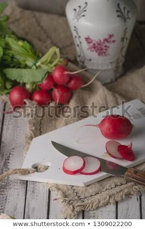 Bio radis table en bois alimentaire photographie main Photo stock © Peteer