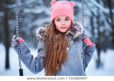 Piękna dziewczynka zimą parku szczęśliwy spaceru Zdjęcia stock © Andersonrise