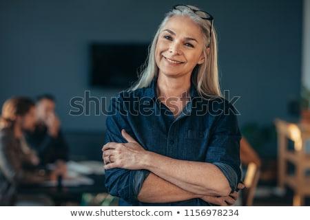 Vrouw permanente glimlachend geluk fotografie Stockfoto © imagedb