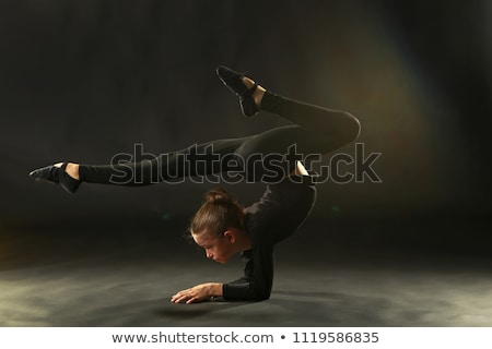 Kız jimnastikçi siyah sevimli küçük kız poz Stok fotoğraf © d13