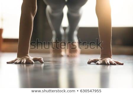 Genç kadın egzersiz basın mavi kız uygunluk Stok fotoğraf © Rob_Stark