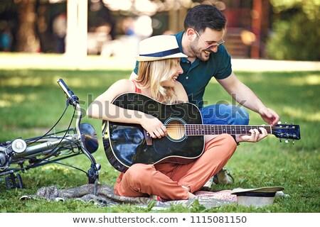 couple · extérieur · fleur · souriant · homme · domaine - photo stock © is2