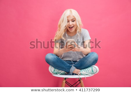 feliz · mujer · rosa · teléfono · retrato · cara - foto stock © dolgachov