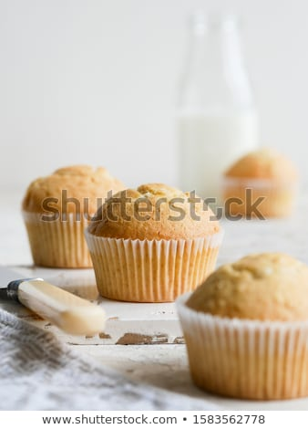 Frescos vainilla muffin primer plano blanco cumpleanos Foto stock © OleksandrO
