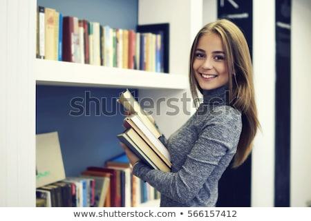 Concentrato studente biblioteca apprendimento istruzione Foto d'archivio © deandrobot