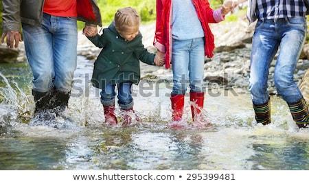 Anne çocuk yürüyüş nehir göl macera Stok fotoğraf © IS2