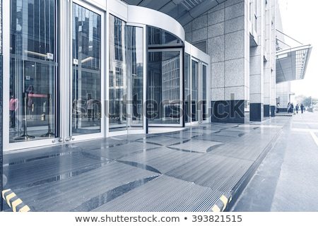 Verre modernes immeuble de bureaux ondulés affaires Photo stock © boggy