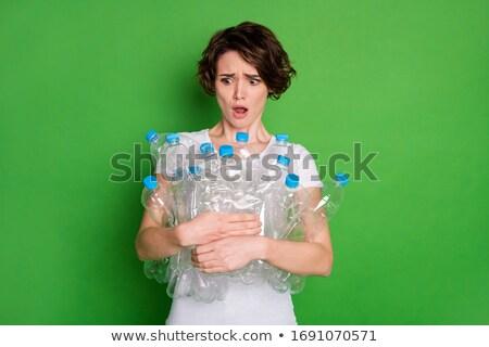 kobieta · plastikowe · butelek · głowie · czyszczenia · agent - zdjęcia stock © smithore