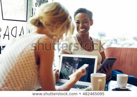 Jól kinéző női reggeli megnyugtató laptop konyha Stock fotó © wavebreak_media