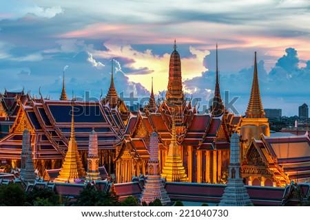 Dorado Buda pagoda templo cielo edificio Foto stock © zmkstudio