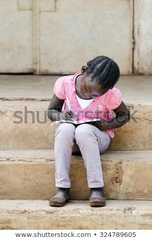 Zdjęcia stock: Szczęśliwy · dziecko · piśmie · w · dół · praca · domowa · biały